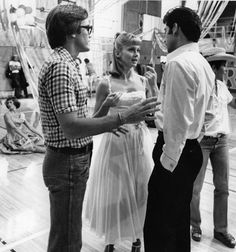 Grease behind the scenes. Olivia Newton John and John Travolta. Grease 1978, Grease Movie, Famous Movies, Good Movies, Amazing Movies, Sgt Pepper Movie, Olivia Newton John Grease, Grease Is The Word, Here's Johnny