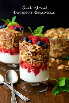 Total Time: 1 hour 10 minutesThis delicious, Double Almond Paleo Granola is gluten-free and easy to throw together! You do not want to buy granola again!I poured a little Almond Paleo gra Brunch Recipes, Breakfast Recipes, Dessert Recipes, Parfait Recipes, Snacks Saludables, Fabulous Foods, What To Cook, Yummy Food, Cooking