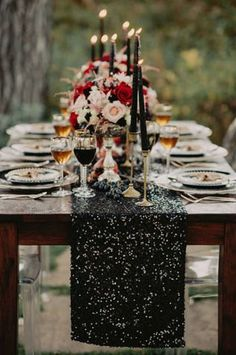 Glam wedding inspiration with black candles, red and pink flowers, black sequin table runner Edgy Wedding, Gothic Wedding, Wedding Black, Sequin Wedding, Rocker Wedding, Geek Wedding, Medieval Wedding, Summer Wedding, Rustic Wedding