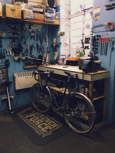 bikemech:  edscoble:  Been a slow day at work after Christmas  nice shop setup. Small but very functional.