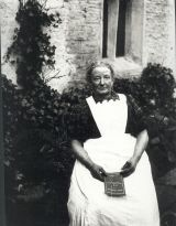 Nell Racker, real name Ellen Wallace, herbalist, midwife & fortune teller (c.1915)