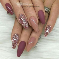 nails pink and gold - nails pink . nails pink and white . nails pink and black . nails pink and blue . nails pink and gold Mauve Nails, Burgundy Nails, Rose Gold Glitter Nails, Sparkle Nails, Burgundy Nail Designs, Dark Pink Nails, Coffin Nails Glitter, Glitter Manicure, Glitter Nail Art