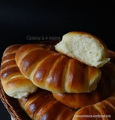 Brioche with very light yoghurt! Cooking Bread, Cooking Recipes, Cooking Pasta, Köstliche Desserts, Dessert Recipes, Croissants, Arabic Food, Arabic Sweets, Healthy Recipes