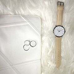 Keep it simple, keep it classy, keep it you! . . . . . #simplicity #white #beige #silver #timepieces #pictureperfect #clutch #accessories #silverwhitebeige #rings #watch #armcandy #everyday #classy #styleinspo #quality #aylagrace