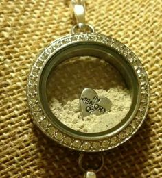 Keep your loved oned ashes close. All you have to do is seal it!   www.nataliehealy.origamiowl.com