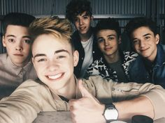 Yo I think this was the first pic I saw with all the WDW boys and that's how I fell in love w dem ahhh tb af tho