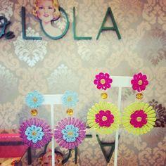 Zarcillos de torchon Lace Earrings, Crochet Earrings, Wire Wrapping Tutorial, Queen Fashion, Thread Jewellery, Earring Tutorial, Silk Thread, Quilling, Jewelry Crafts