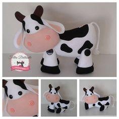 Vaca feltro Felt Crafts Diy, Felt Diy, Paper Crafts, Animated Cow, Cow Craft, Crochet Baby Jacket, Cow Pattern, Finger Puppets, Animal Crafts