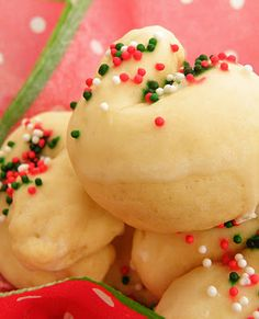I finally found a recipe for Kaludis or Italian Knot Cookies as some people call them.  My favorite cookie but minus the frosting.