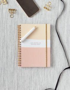 Apuntes para organizar tu boda. Diseño bonito y muy cómoda para llevar siempre encima. Más de 100 páginas totalmente personalizadas.