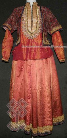 Şəki bölgəsinə aid ləbbadə, köynək, Qarabağ xanı İbrahimxəlil xanın nəvəsinin xanımına məxsus tuman  #Milli_Azərbaycan_Tarixi_Muzeyi #The_National_Museum_of_History_of_Azerbaijan #Toxuculuq #Azerbaijan #National #Tradition #Azerbaijan #Qarabağ #Karabakh #İbrahimxelil_xan   #Ənənə #Milli #Museum #Muzey #Art #Kömlek #Kostyum #moda #geyim #fashion #Köynəkı #Şahpəsənd #Tuman #Ləbbadə #Şəki #Sheki #Lebbade #Азербайджан #Азербайджанцы #Азербайджанец