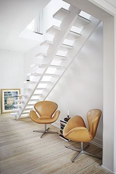 staircase + Swan chairs | Bo Bedre