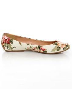 Who else LOVES floral flats? Go Max Sienna 22 Cream Floral Fabric Ballet Flats Cute Flats, Cute Shoes, Me Too Shoes, White Ballet Flats, Lace Up Flats, Sienna, Floral Fabric, Fabric Roses, Floral Flats