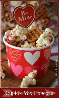 Cupid's Mix Popcorn, a love-inducing mixture of sweet & salty for Valentine's Day! http://homeiswheretheboatis.net/ #popcorn #ValentinesDay