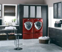 2008: GE brightened its laundry #appliances with the addition of Vermillion (red) and Champagne to the color offerings.