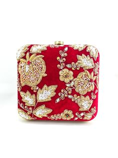 Zardozi and Dabka Exquisite Fabled Craft clutch, perfect for any occasion. A colored metal frame surrounds the bag and is finished with a clasp lock. The interior is lined in colored cotton to complem Burberry Handbags, Chanel Handbags, Luxury Handbags, Beaded Purses, Beaded Bags, Embellished Clutch Bags, Beaded Clutch, Handbags On Sale, Purses And Handbags