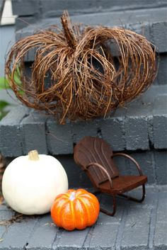 GRAPEVINE PUMPKIN: very easy to make. Keep it compact or cut the wires and fluff it out for a fuller pumpkin. Takes 2 minutes to make and you can make around 10 per 25ft section of vine. - Chris