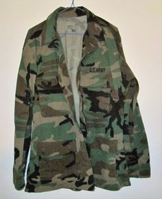 90s Style Army Camouflage Shirt Jacket, Size Medium is made of cotton and was standard Army clothing. Button front flap closure and