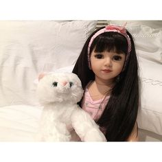 a goodnight from Maru and her furry friend ! #superbowl #dolls #doll #night #goodnight #sunday #funday #girl #girls #fun #friends #glam #beauty #beyonce #brunomars #coldplay #halftime #show #bed #travel #photo #photooftheday #tags #likes #comment #fb