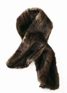 Echarpe fausse fourrure Helline - Mode pas chère, pas cher, Shopping petits prix, VPC, Catalogues et mode - Au lieu de remettre au goût du jour la mode fourrure, Helline a privilégié la douceur de la fausse fourrure pour cette écharpe qui reproduit le vison à la perfection. Vous...