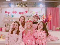 ✿*· pinterest ⇢ seominna Mode Ulzzang, Ulzzang Korea, Ulzzang Boy, Friendship Pictures, Bff Pictures, Cute Korean Girl, Asian Girl, Sweet Girl Photo, Boy And Girl Friendship
