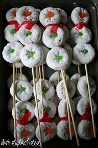 Kids loved their donut snowmen for breakfast. Donut Snowman on a stick ~ how easy! Great for a holiday party! Christmas Snacks, Christmas Brunch, Christmas Breakfast, Noel Christmas, Christmas Goodies, Holiday Treats, Christmas Baking, Winter Christmas, Holiday Parties