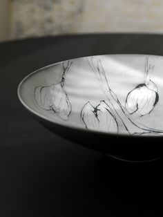 This ceramic bowl designed by Anu Pentik belongs to Vuokko (Anemone) tableware series that accompanies the most important moments of life as well as the most beautiful table settings of everyday life. The series belongs to Pentik Studio collection, the id Ceramic Bowls, Ceramic Art, Lapland Finland, Beautiful Table Settings, Bowl Designs, Home Art, Most Beautiful, Pottery, Hand Painted