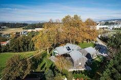 http://ad009cdnb.archdaily.net/wp-content/uploads/2015/05/5553d103e58ece92c70003f0_house-with-four-houses-prod-architecture-design_jm_casala_prod_0031.jpg