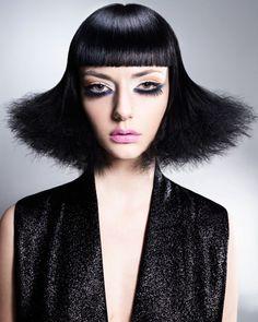 Cortes simétricos. ¡Feliz viernes! #Hair: Saco Salon Drummond, Montreal, Quebec