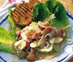 Förstklassig, välsmakande caesarsallad med färskpotatis och räkor. Blanda ihop en angenäm dressing, gjord på rökiga sardeller, vitlök och njutbar olivolja. Blanda dressingen med potatis, räkor och välsmakande parmesan. Superbt med grillat bröd till. Parmesan, Salads, Tacos, Chicken, Ethnic Recipes, Country, Rural Area, Country Music, Salad