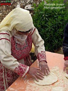 palestinian woman making bread