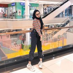 [New] The 10 Best Fashion Today (with Pictures) – Inspired photo from : clarayaaa__ .LIKE SEMUA FOTO hijab. Hijab Casual, Hijab Chic, Hijab Elegante, Outfits Casual, Ootd Hijab, Modern Hijab Fashion, Street Hijab Fashion, Muslim Fashion, Ootd Fashion