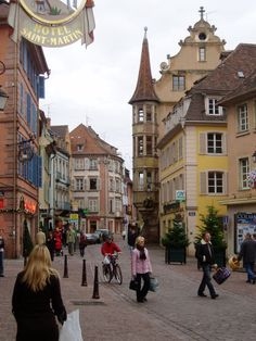 Colmar in winter--checking out how they dress :)