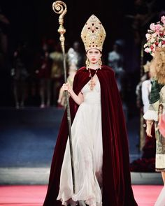 Dolce & Gabbana, Couture Fashion, Runway Fashion, High Fashion, Fashion Show, Vogue Paris, Red Frock, Ivory Dresses, Couture Collection