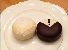 Bride and Groom French Macarons!!!! ohmigod these are like the most amazing things ever and soooo cute!!!!!