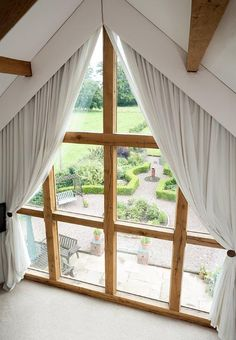 White curtains in front of an attic window with wooden strips ideen fensterfront Window curtains for attic rooms - 20 modern ideas - Decoration Solutions Attic Window, Bedroom Windows, Living Room Windows, Window Drapes, Window Coverings, Window Treatments, Pleated Curtains, White Curtains, Curtains With Blinds