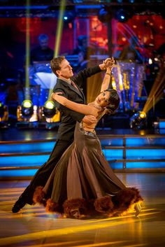 Strictly Come Dancing 2014: Week 9 - Brendan Cole and Sunetra Sarker Love her dress ... Omg!