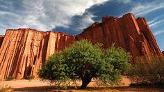 Parque Nacional Talampaya, famoso por sus altos paredones rojos