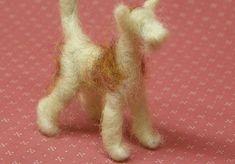 Amongst The Oaks: Needle Felting Tutorial dog part 2 Needle Felted Animals, Felt Animals, Felt Crafts Patterns, Needle Felting Tutorials, Felt Dogs, Nuno Felting, Felt Art, Felt Ornaments, Wool Felt