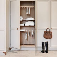 Designing the ultimate laundry, all the tips and tricks you need! - STYLE CURATOR tips tips and tricks tips for big families tips for hard water tips for towels Drying Cupboard, Laundry Cupboard, Linen Cupboard, Tips And Tricks, Boot Room Utility, Utility Room Designs, Fitted Cabinets, Basement Laundry, Laundry Rooms