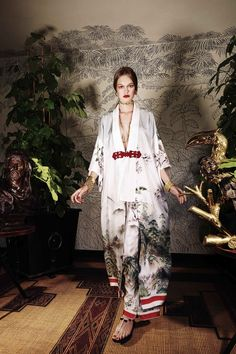 For Restless Sleepers Spring 2017 Ready-to-Wear collection, runway looks, beauty, models, and reviews.