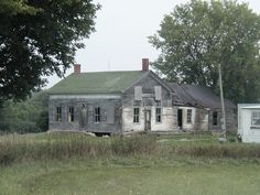 House on Route 180 near Omar, NY. Antique House, Haunted Houses, Abandoned, Buildings, Greek, Walls, Construction, Cabin, Architecture