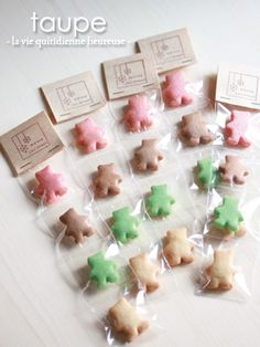 かわいく楽しく!クリスマスクッキー&簡単ラッピング♪ | Le cahier de taupe Bakery Packaging, Cookie Packaging, Soap Packaging, Pretty Packaging, Packaging Design, Japanese Cookies, Homemade Gummy Bears, Bake Sale Recipes, Online Bakery