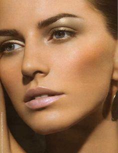Lovely natural daytime makeup.