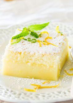 Terminer la journée sur une note sucrée ! Ce bon gâteau au citron plaira à plusieurs d'entre vous !Ingrédients 4 oeufs à température ambiante 1 c. à thé d'extrait de vanille 3/4 tasse (150 g) de sucre 1/2 tasse (125 g) de beurre, fondu 3/4 tasse (115 g) de farine tout usage 1¾ tasse de lait tiède 1