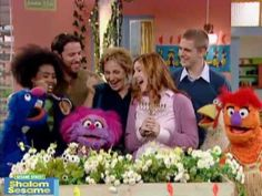 Together with your children, watch these Shalom Sesame videos, then try some of the discussion ideas and activities recommended by Reform Jewish educators to further extend the lessons learned in the videos. Hanukkah Crafts, Jewish Crafts, Hanukkah Menorah, Hannukah, Hanukkah Traditions, Kwanzaa, Christmas Traditions, Preschool Christmas, Christmas Holidays
