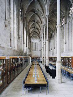 Candida Höfer, Bibliothèque du CNAM Paris II 2007 ©Artist & Yuka Tsuruno Gallery