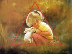het meisje en het konijn vormen een driehoek zoals aangegeven dus zie je duidelijk dat dit een driehoekscompositie is.