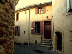 """Albert Camus - La maison Camus (occupée par Catherine Camus) dans la """"rue Albert Camus"""" à LOURMARIN"""