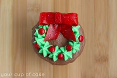 Easy ways to decorate Christmas cupcakes using M&M's and other candy. Great for beginners or seasoned bakers!